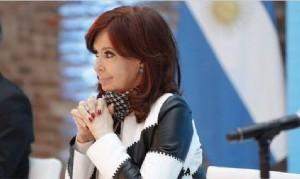 """Cristina Kirchner dijo que el freno de la economía es """"agobiante"""" y afirmó que """"hay funcionarios y funcionarias que no funcionan"""""""