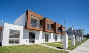 Alberto Fernández entregó viviendas en Ezeiza