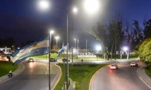 La Plata: El Municipio renovó el alumbrado público en la rotonda de Avenida 120 y 32