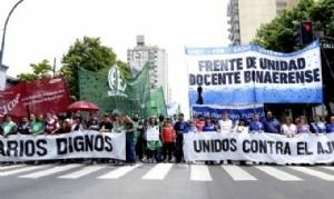 Docentes, estatales, médicos y judiciales movilizaron a Gobernación contra el ajuste de Vidal