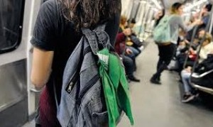 Seguridad del boliche Mandarine Park golpeó a adolescentes por tener el pañuelo verde