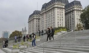 """Proponen llamar """"Puente de la Igualdad"""" a la escalinata de Puerto Madero"""