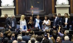 Kicillof juró como gobernador ante el pleno de la Asamblea Legislativa