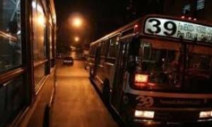 Con la nueva restricción de circulación, el transporte público funcionaría solo para esenciales