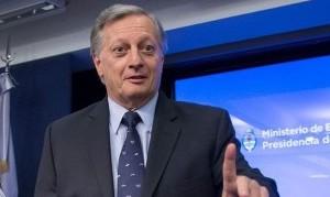 Aranguren criticó el congelamiento del precio de las naftas que aplicó Macri
