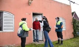 Avanza la búsqueda activa de casos sospechosos de COVID-19 en barrios populares de La Plata
